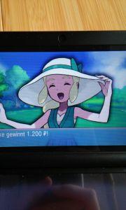Diese nette Lady hier hat wohl etwas zu viel Sonne abgekriegt Da hilft ihr Hut auch nicht mehr wirklich.