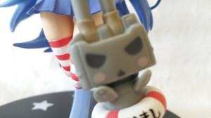 Und Kagami scheint das ganze mal wieder nicht zu tolerieren. (Leider weiß ich nicht was auf ihrem Rettungsring steht)